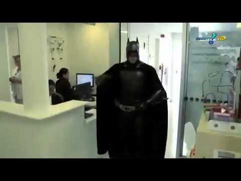 Batman Visita Crianças Com Câncer Em Hospital