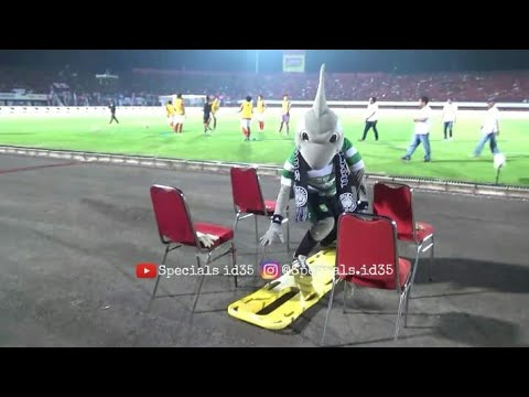 Aksi Kocak Zoro di Stadion Dipta Bali dan Tukar merchandise maskot Bali united - Persebaya