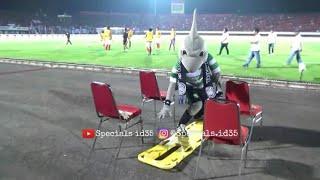 Download Video Aksi Kocak Zoro di Stadion Dipta Bali dan Tukar merchandise maskot Bali united - Persebaya MP3 3GP MP4