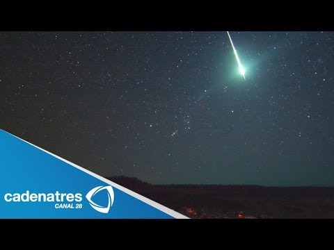 Canadienses captan caída de meteorito / Canadians capture meteorite fall