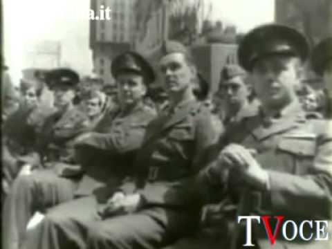 Il generale Alfred Jodl firma la capitolazione della Germania nazista a Reims, 7 maggio 1945