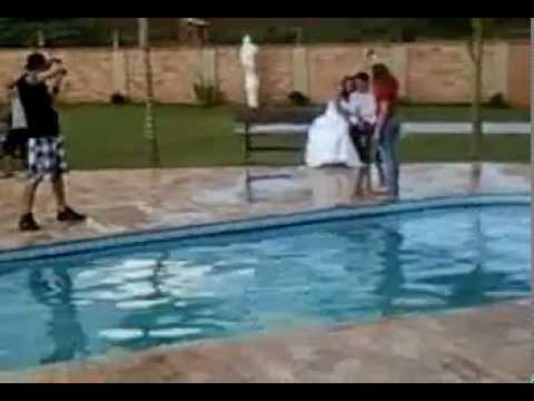 Pulando na piscina com paulo fernanda youtube for Caillou na piscina