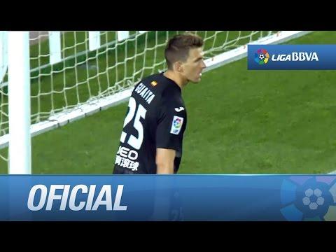 Lanzamiento de falta de Messi que despeja Guaita