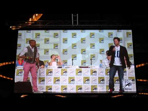 SDCC 2013: Psych Panel - Cast Sing Song from Musical