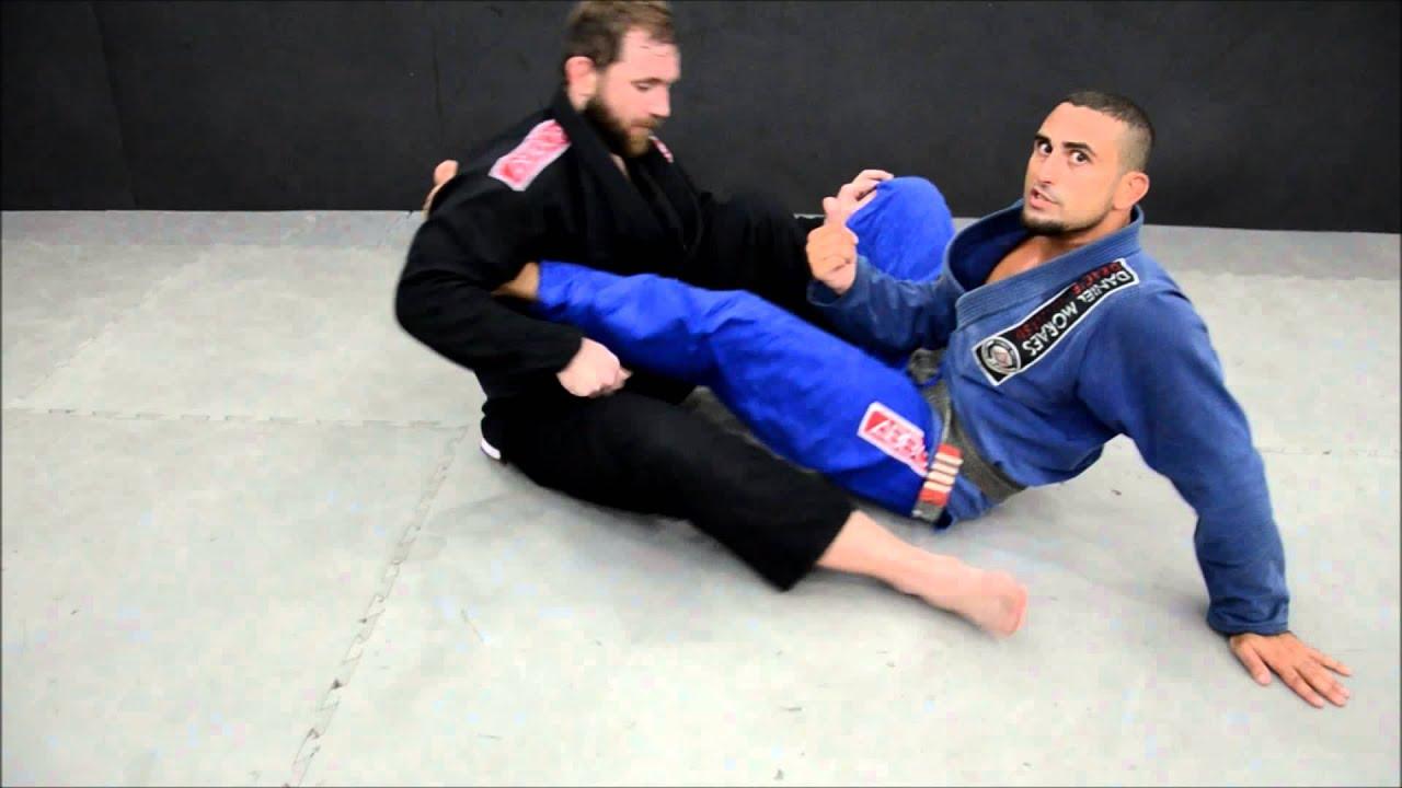 "Alan Belcher ensina posição de Jiu-Jitsu e chama de ""brecha na lei"""