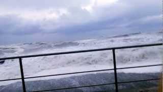 Море Сочи, Шторм, Музыка Красиво!(Видео: Шторм в Сочи 24 марта 2013 года. Музыка: ДиДюЛя - Один день в сентябре., 2013-03-29T07:59:47.000Z)
