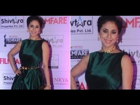 Hot Urmila Urmila Matondkar In Tight Green Gown at Marathi Film Fare thumbnail
