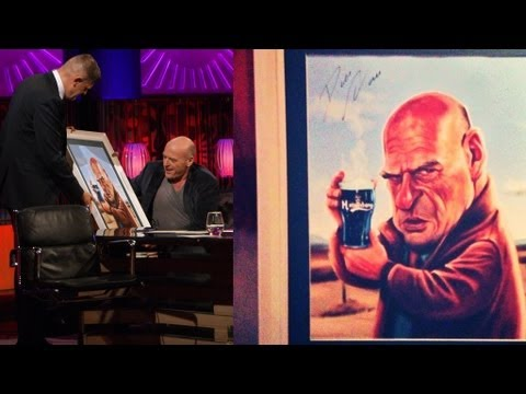 Dean Norris Receives Caricature Portrait! | The Saturday Night Show