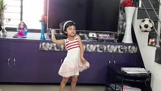 Ankh mare oh ladki ankh mare dance performance by khwahish