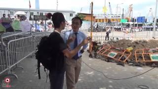 28sep2014 示威者和 tvb 記者有爭執 香港警察第一日用催淚彈