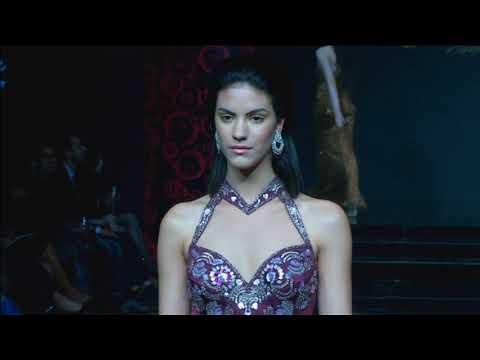 Bollywood diva Malaika Arora dazzles at New Delhi fashion show