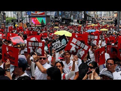Hong Kong'da 'Çin'e iade yasasına hayır' protestosu: Binlerce gösterici sokakta