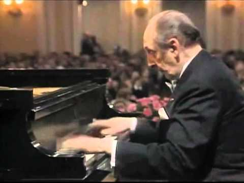 Horowitz shreds Chopin live in Moscow