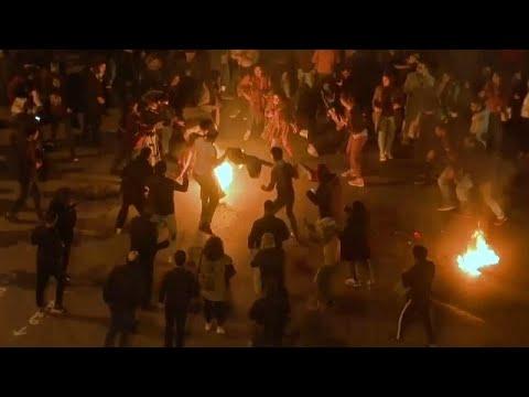 فيديو: رجل يشعل النار في نفسه خلال مظاهرة احتجاجية وسط بيروت…  - نشر قبل 2 ساعة