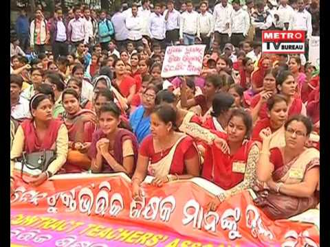odisha contract teachers rally in front of education minister 39 s house metro tv bureau youtube. Black Bedroom Furniture Sets. Home Design Ideas