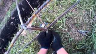 видео Каркас для фундамента из арматуры - как вязать крючком арматуру