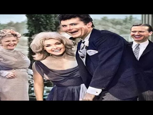 This Photo Is Not Edited - Look Closer at the Beverly Hillbillies Blooper