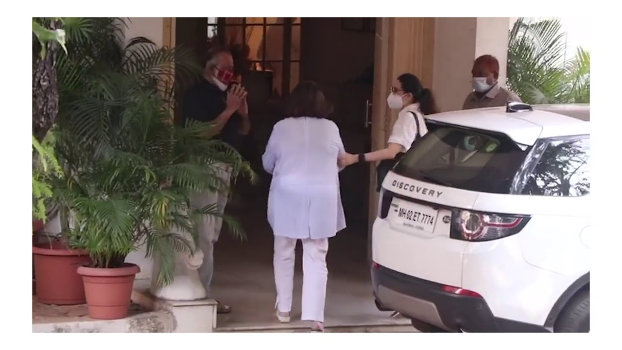 Ranbir, Karisma And Other Family Members At Rajiv Kapoor's House