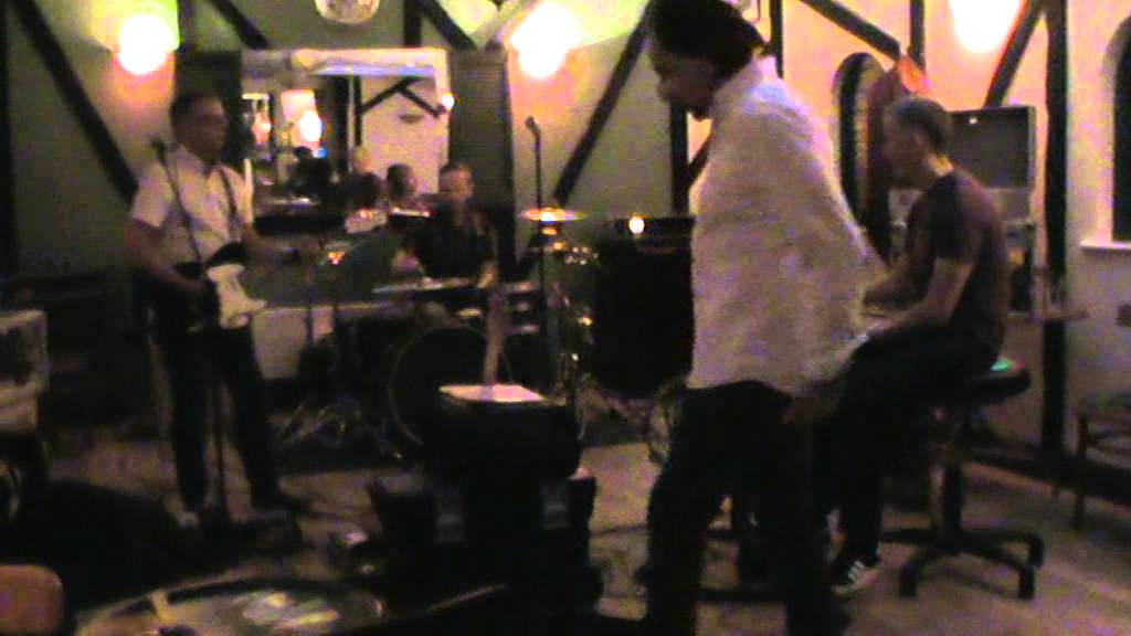 Bird In Hand Woking >> THE SPECIAL GUESTS MOD BAND AT REHEARSALS IN THE BIRD IN HAND PUB IN WOKING - YouTube