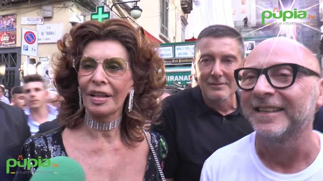 on sale cf42a 7b719 Sfilata di Dolce e Gabbana nel cuore di Napoli, protagonista Sophia Loren -  Pupia.tv
