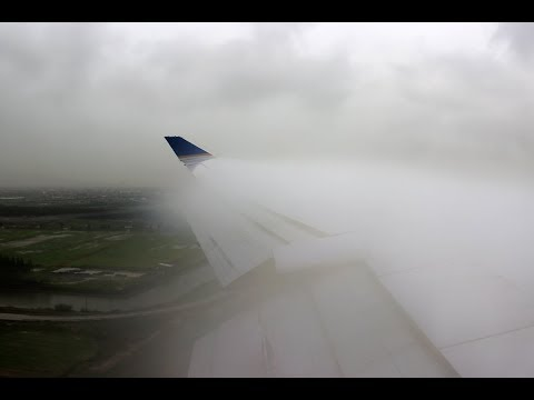 Gone but not forgotten: United Airlines Boeing 747-422 SUPER SMOOTH Touchdown +heavy condensation.