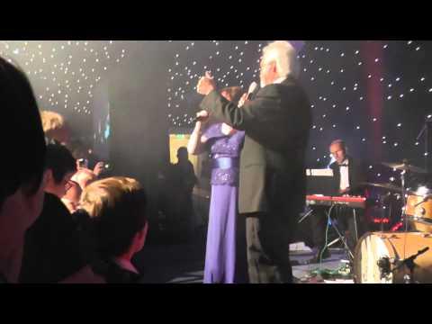 Merrill Osmond & Susan Boyle sing Crazy Horses - 2015-08-08
