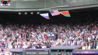 Флаг США падает под гимн России