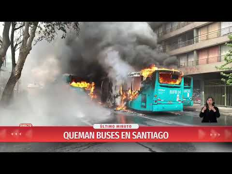 Buses Del Transantiago Son Quemados Y Se Registran Explosiones En Centro De Santiago