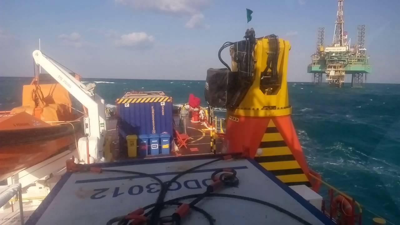 Offshore oilfield abudhabi roughsea 11ft