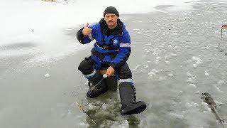 видео Ловля окуня по первому льду