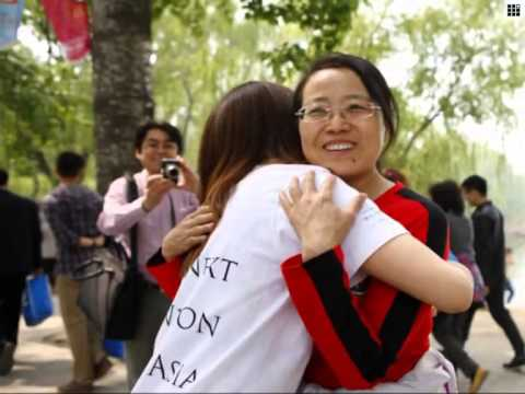 Japanese students offer free hugs in Beijing