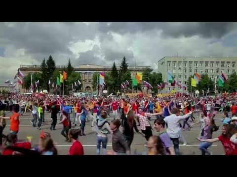 Видео: Флэшмоб по-русски - 2. СИБИРСКИЙ ХОРОВОД Russian style flash mob  from Siberia