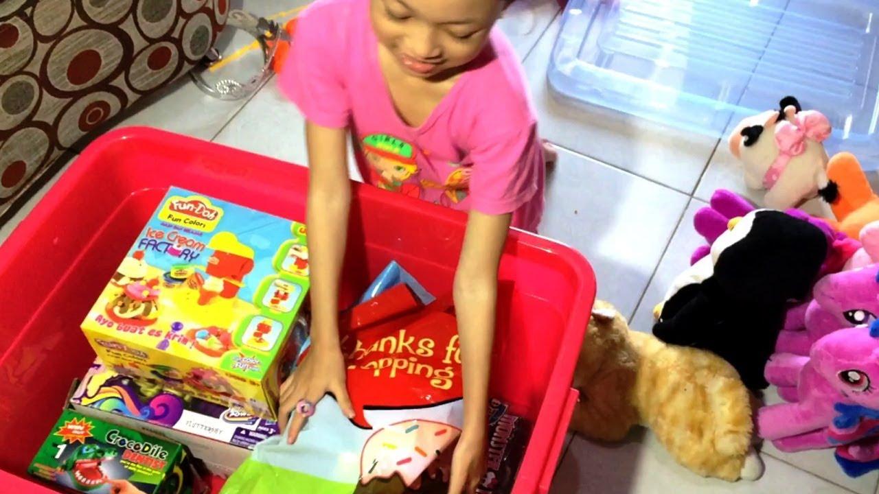 Cara Merapikan Mainan - Aqilla Beli Box (Kontainer) Untuk