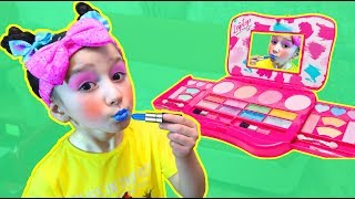 Funny Colorful Make up Pretend Play with Colours Paints and Fatima