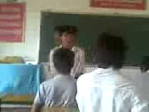 Lớp 12A5 THPT Yên Lạc ngày 20/10/2011 niên khóa 2009-2012 (06).avi