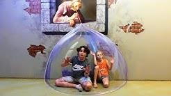 Julian & Alicia Enfermé dans une BULLE 3D