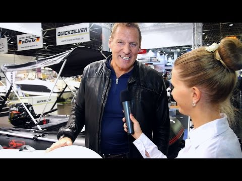 Hollywood Star Ralf Moeller  english  boot Düsseldorf world largest watersports trade fair