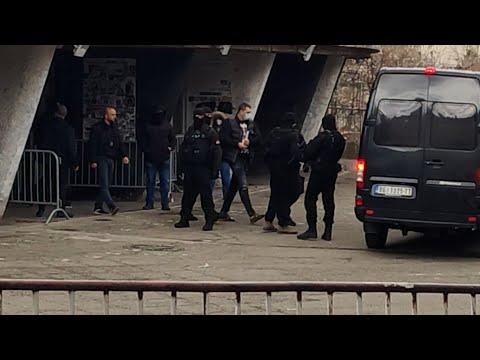 Velja Nevolja okružen specijalcima na stadionu Partizana