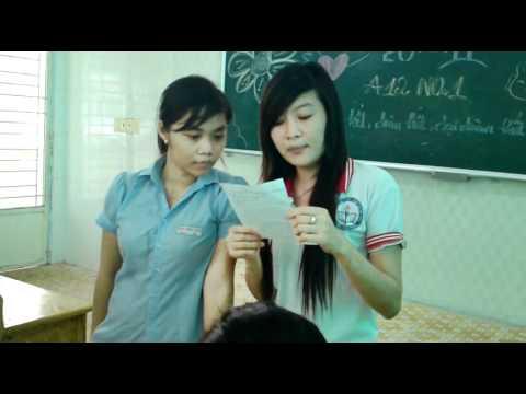 HS 12a12 Phan Châu Trinh 2011 2012 mừng ngày NGVN1