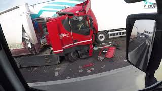 A14 bologna, tamponamento camion