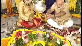 PM Shri Narendra Modi offers prayers at Hatkeshwar Mahadev temple in Vadnagar.