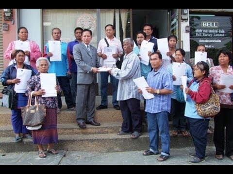 """ชาวนาบุรีรัมย์หอบใบประทวนร้องสภาทนายฯ ฟ้อง """"ปูเน่า"""" พร้อมพวก 12 ราย 2014/03/05"""