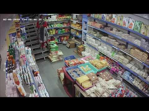 Earthquake in supermarket
