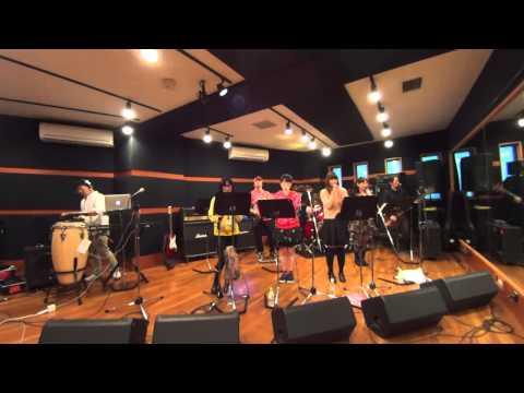 ももいろクローバーZの曲を歌って踊って演奏するセッションを主催しているバンド「タピオカクローバーZ」が気分転換にアイドリング!!!の曲を...