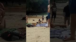 Turis setengah bugil di suluban uluwatu beach bali