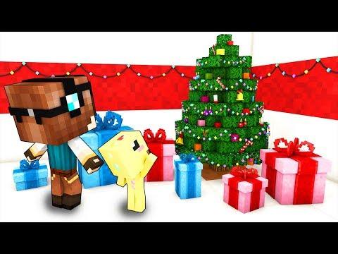 I MIEI FIGLI APRONO I REGALI DI NATALE! - Casa di Minecraft #48 thumbnail