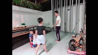 Trò chơi cho con, luyện sức khoẻ cho các ông bố tại nhà cùng Gia Đình Lý Hải Minh Hà