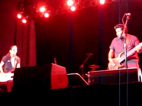 Los Lonely Boys - Man To Beat 7-28-11
