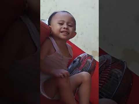 Viral Anak Kecil Lucu Menyanyi Lagu-Jangan Salah Menilaiku
