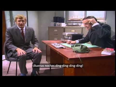 Silly job interview - Monty Python (Subtítulos en español) HD